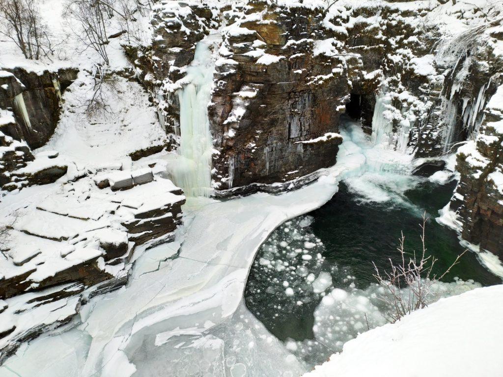 Canyon con ghiaccio