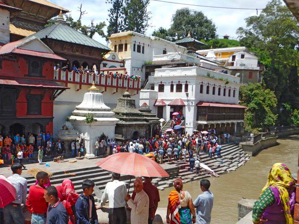 Cerimonia-funebre-al-tempio-di-Pashupatinath