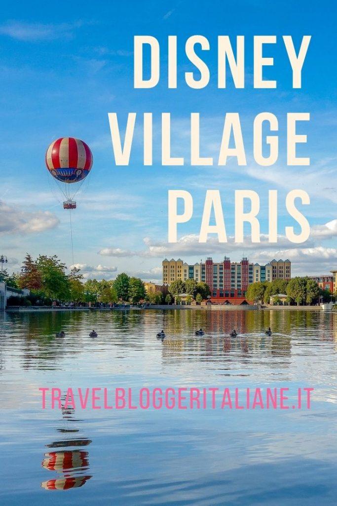 Il laghetto e la mongolfiera di Topolino al Disney Village