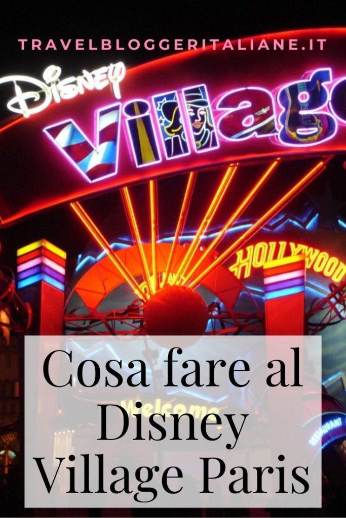 Luci e colori all'entrata del Disney Village