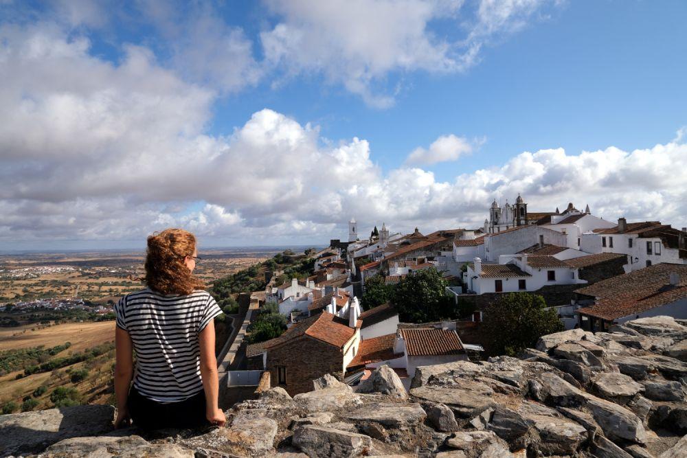 Maria Gubert di Obiettivo Altrove a Monsaraz in Portogallo