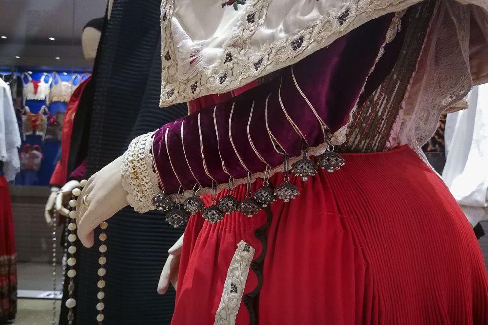 Museo del Costume di Nuoro - dettagli abiti tradizionali