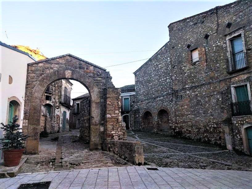 Case in pietra di Accadia