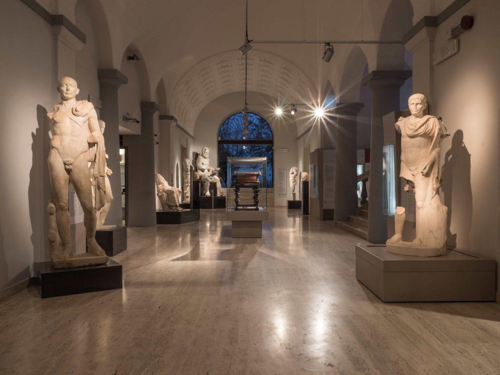 Statue nel museo archeologico nazionale d'Abruzzo