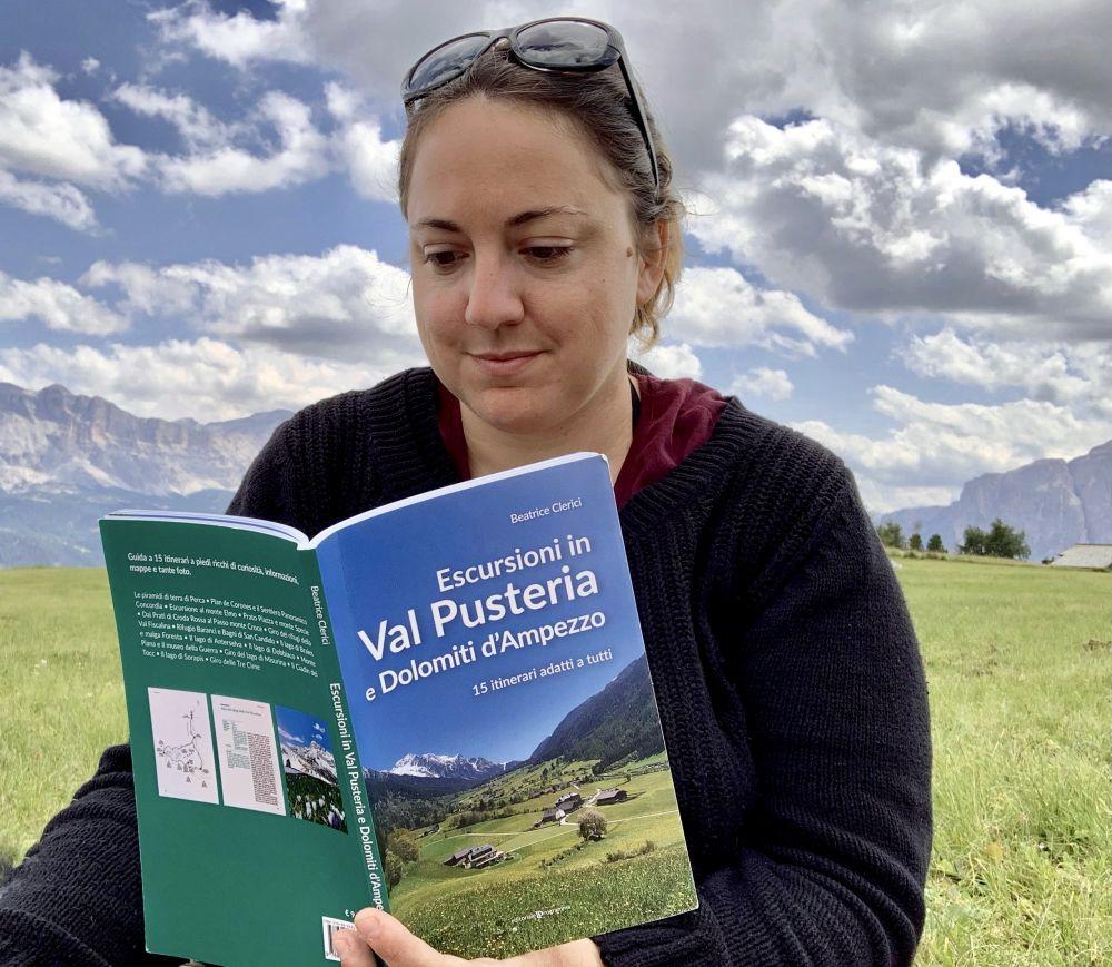 Beatrice Clerici con la sua guida turistica sulla Val Pusteria