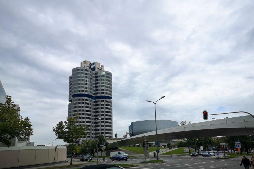 Sede della BMW accanto al Museo BMW a Monaco di Baviera, foto Paola Bertoni