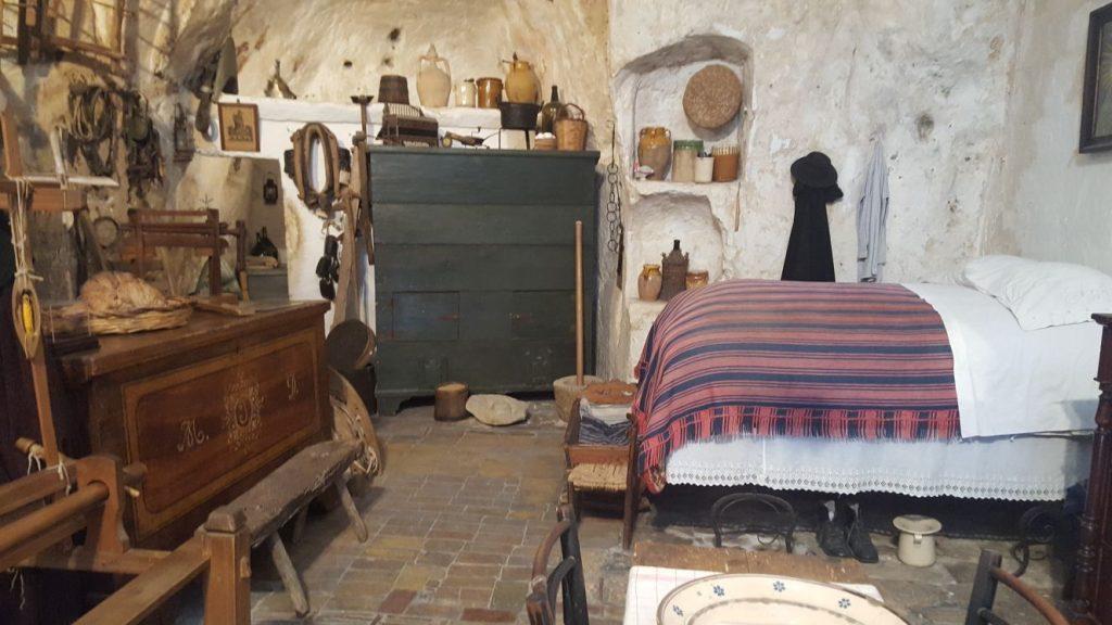 Interno casa grotta Matera
