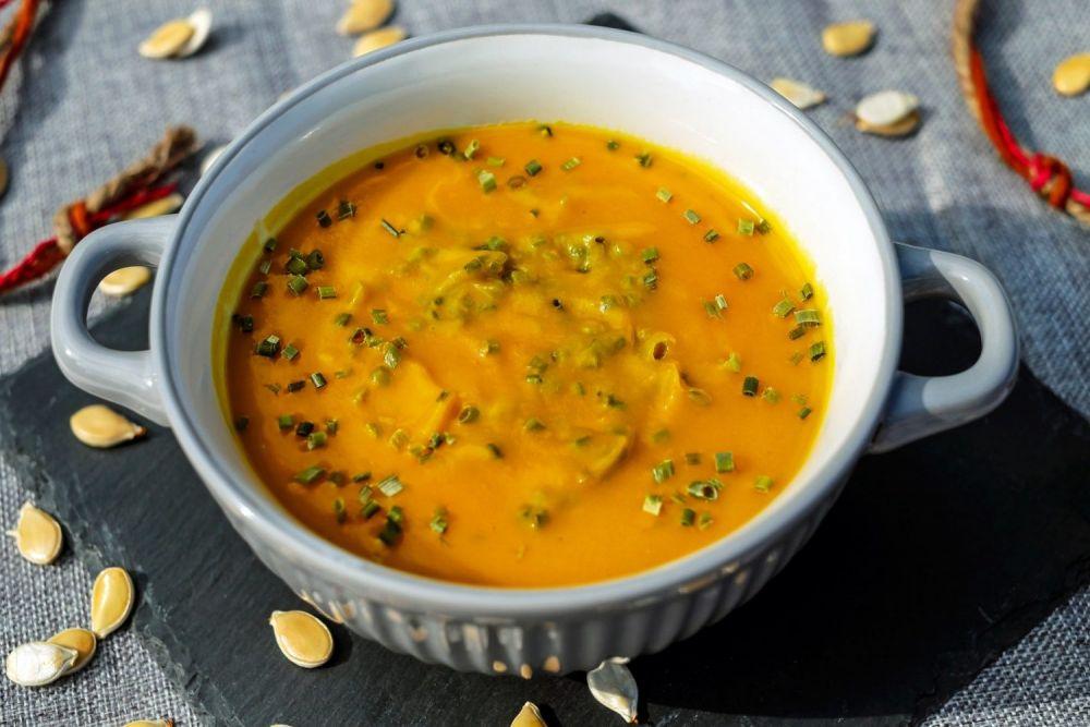 Zuppa indiana con il curry