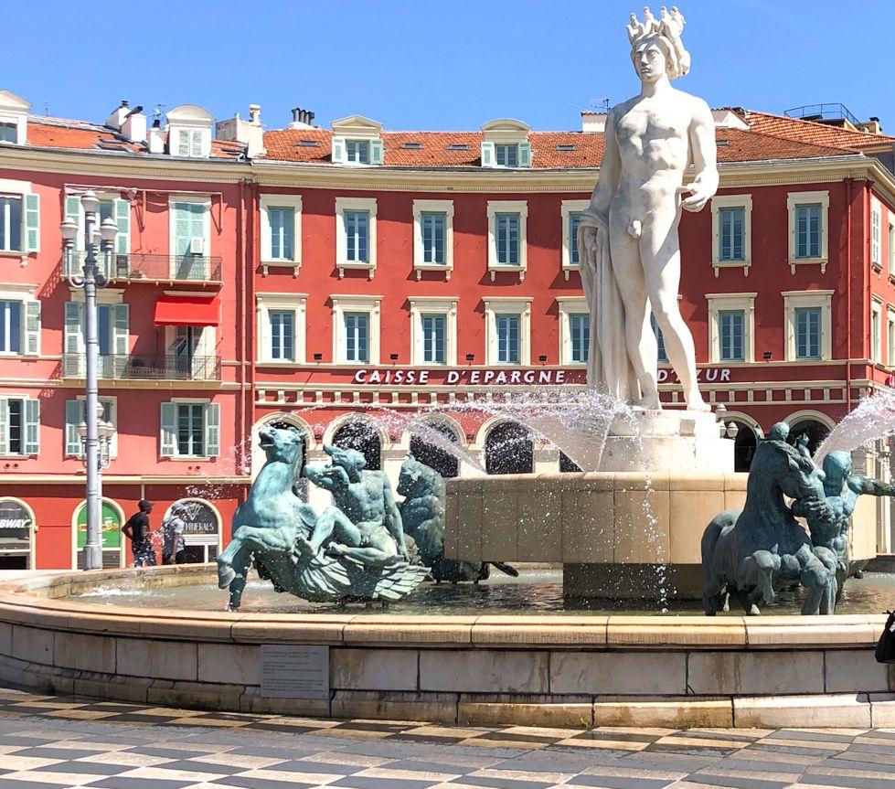 La Fontana del Sole a Nizza, in Costa Azzurra, foto Mila Diani di Elisirdilungoviaggio