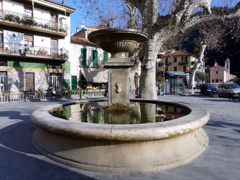 Fontana di Dolceacqua, Liguria, foto Davide Papalini