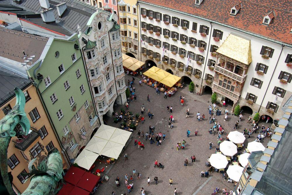 Piazza del centro storico di Innsbruck vista dall'alto, foto di Gianni Crestani