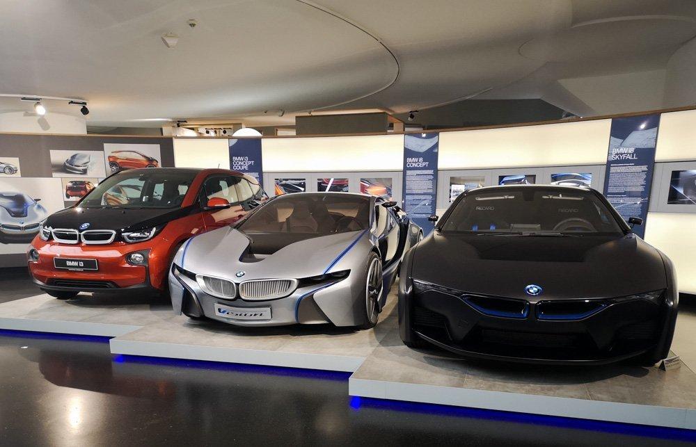Auto elettriche della serie BMW i esposte al Museo BMW di Monaco di Baviera, foto di Paola Bertoni