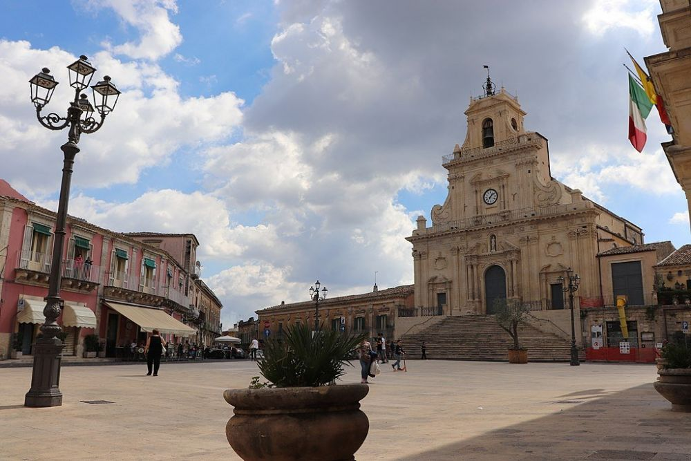 Piazza del Popolo a Palazzolo Acreide, in Sicilia