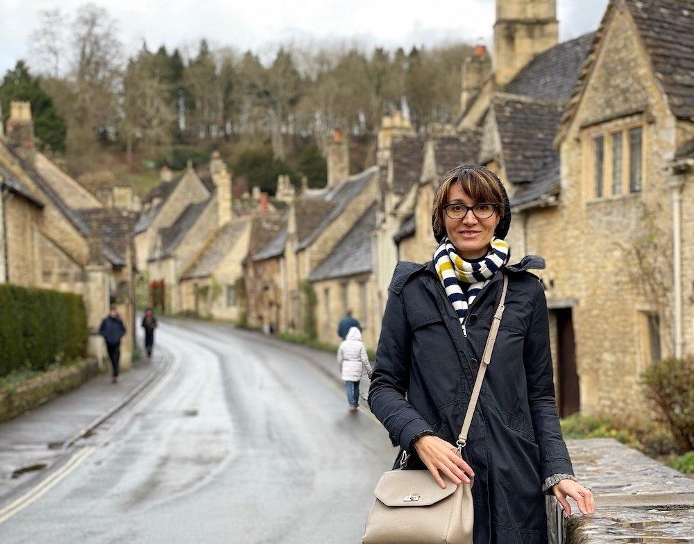 Simona Marri, blogger di Una soffitta per due, a Castle Combe in Inghilterra