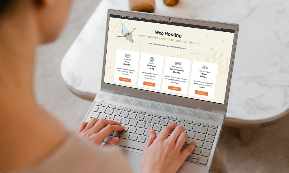 Computer con schermata hosting SiteGround