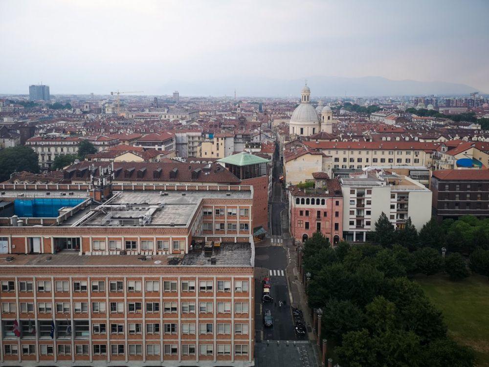 Panorama di Torino dalla torre campanaria del Duomo di San Giovanni. Foto di Paola Bertoni scattata durante il mini blogtour #cartolinedatorino Torino Noir per Travel Blogger Italiane