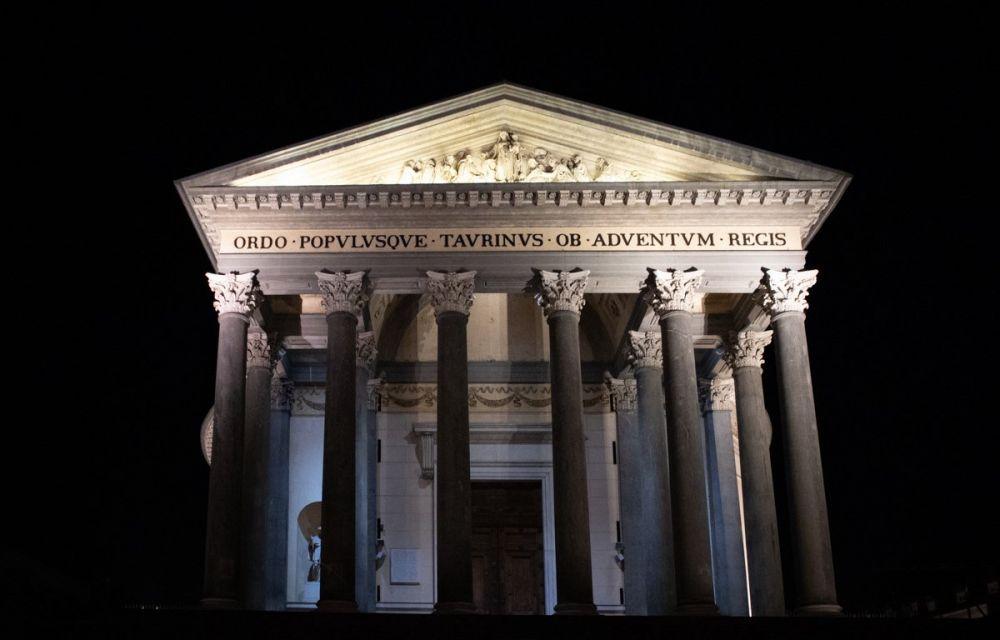 La chiesa della Gran Madre di Dio a Torino di notte durante il tour Torino Magica delle Travel Blogger Italiane per #cartolinedatorino