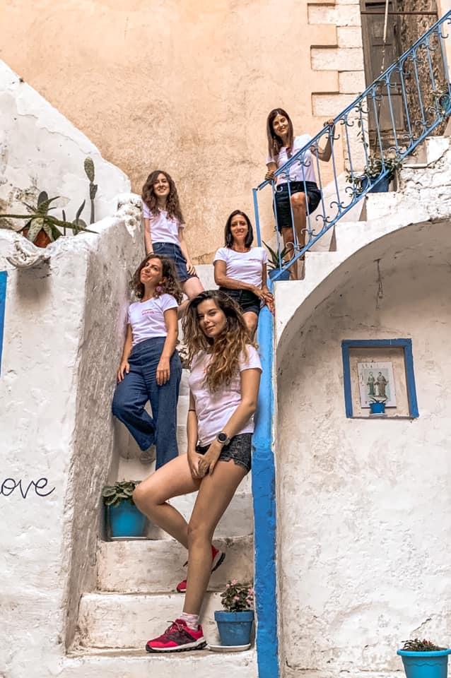 Le Travel Blogger Italiane partecipanti al tour Gaetavventura sulla scalinata della Casa del Pescatore