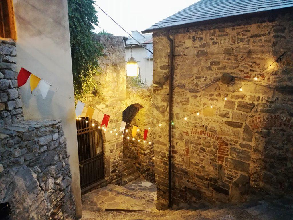 Vicolo di Porto Venere illuminato a festa